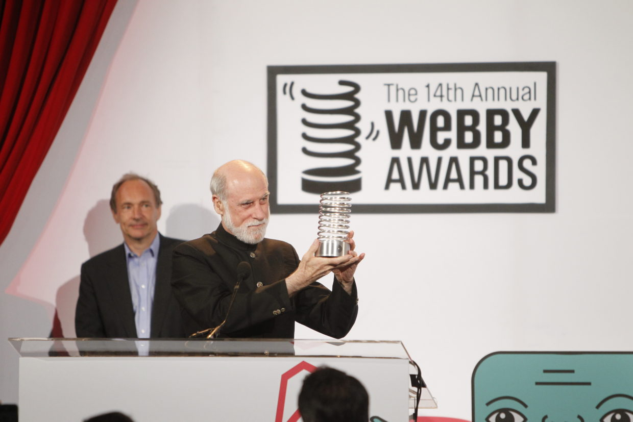 Vint Cerf accepts a Lifetime Achievement Award at the 14th Annual Webbys.