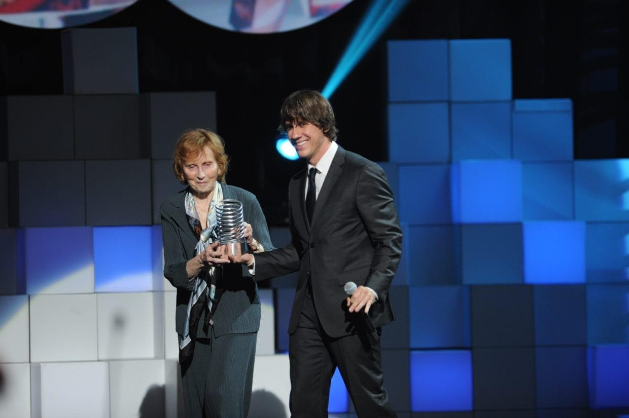 Denis Crowley Presents former teacher Red Burns with a Webby Lifetime Achievement Award at the 15th Annual Webby Awards